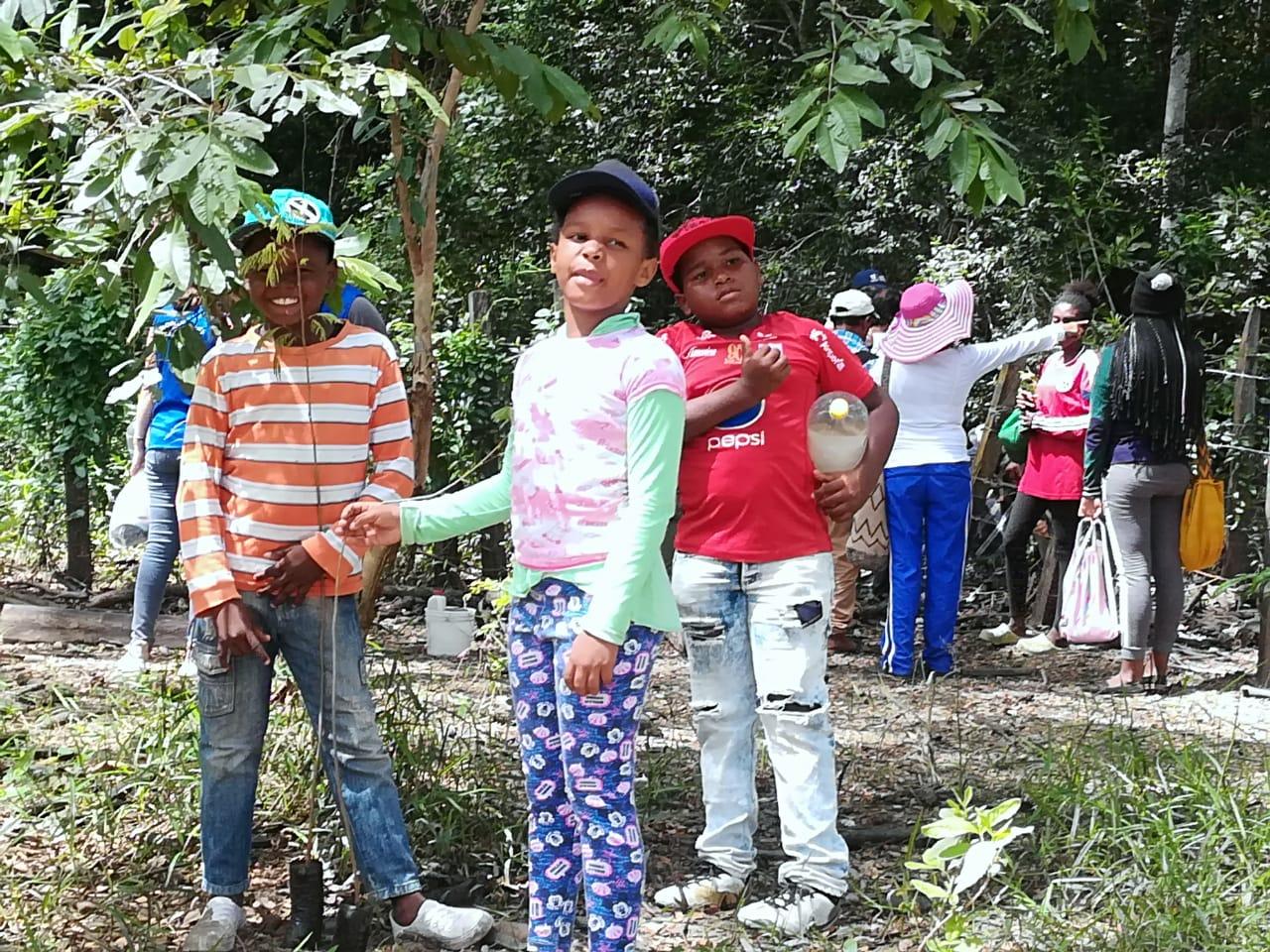 Niños en Bosque seco tropical